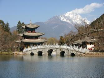 Brücke Lijiang Heilongtan Gongyuan