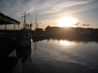 mon-abendlicht-in-klintholm-havn-404