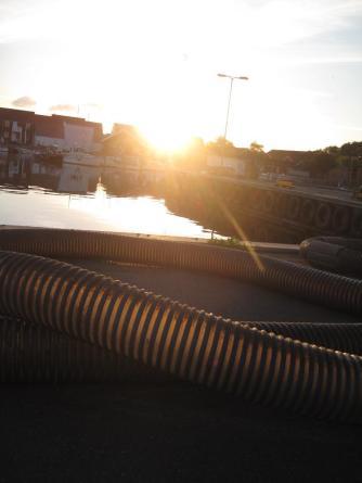 mon-leuchtende-roehren-in-klintholm-havn-444