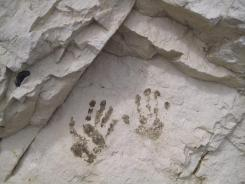 mons-klint-kreidefelsen-von-graryg-fald-zum-geocenter-handabdruecke