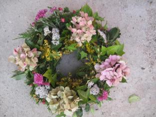 Hortensien, Efeu, Strohblumen und vieles mehr