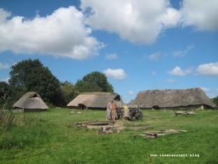 Eisenzeit-Dorf mit Bewohnern