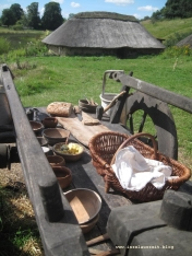 Brot und Kräuterbutter