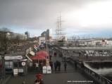 Überall Kassen - Landungsbrücken in Hamburg