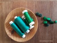 Garnrollen und Knöpfe grüne Thai-Seide