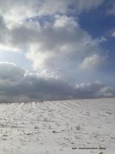 Winterbilder aus Dänemark Feld Schnee und Wolkenhimmel