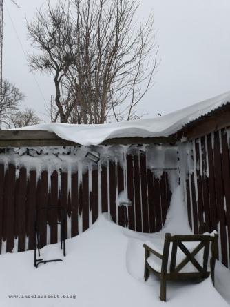 Winterbilder aus Dänemark Schneeverwehung an Schuppen