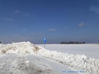 Winterbilder aus Dänemark verschneiter Parkplatz auf der Insel Nyord